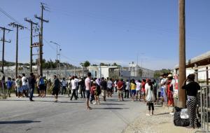 Διαμαρτυρία Αφγανών για την πολύμηνη απαγόρευση μετακίνησης από την Λέσβο