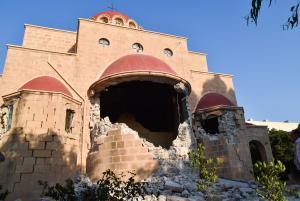 Σεισμός Κως: Νέες εικόνες καταστροφής – Διαλύθηκαν σπίτια και εκκλησίες – Άνοιξαν δρόμοι στα δύο!
