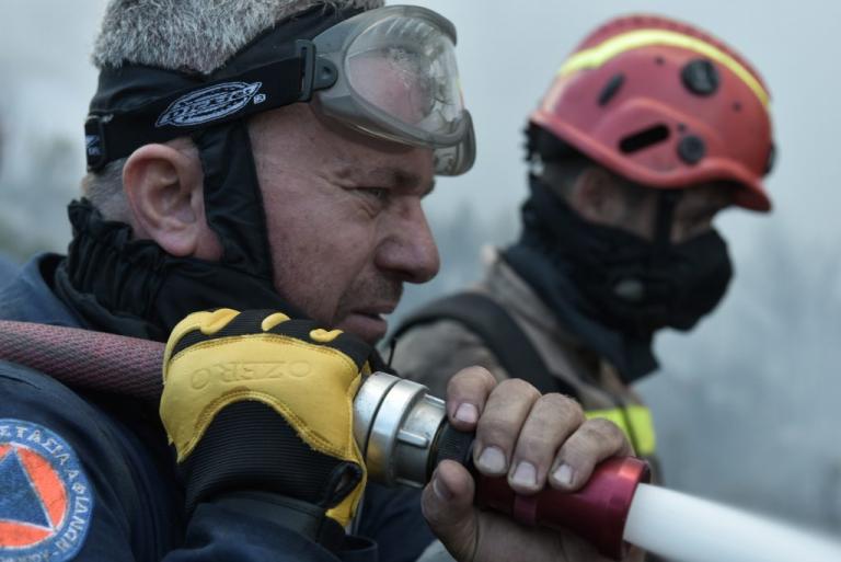 Δεν άφησαν πυροσβέστες που επιχειρούσαν στην Κεφαλονιά να μπουν σε πλοίο για να γυρίσουν σπίτια τους   Newsit.gr
