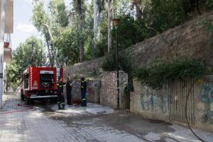 Δάφνη: Φωτιά κοντά στον σταθμό του μετρό «Άγιος Ιωάννης»