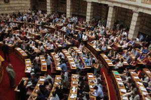 Πλημμύρισε «δροσιά» η Βουλή: Οι «έφηβοι βουλευτές» έφεραν ελπίδα και κέρδισαν τις εντυπώσεις [pics]