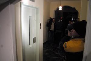 Βόλος: Πανικός μέσα στο ασανσέρ της εφορίας – Δεν σταμάτησε στο ισόγειο όπως πίστευαν όλοι!