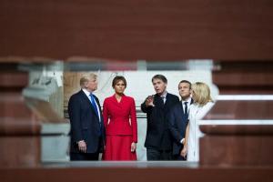 Τραμπ – Μακρόν: Μία φιλία γεννιέται! Ξενάγηση στον τάφο του Ναπολέοντα [pics]