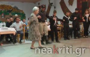 Κρήτη: Το λέει η καρδιά της – Η γιαγιά που χόρεψε στα 79 και έκλεψε την παράσταση [pic, vid]