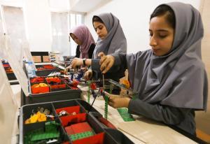 """ΗΠΑ: Άδεια εισόδου στις Αφγανές για τον διαγωνισμό ρομποτικής, μετά το """"κράξιμο"""""""