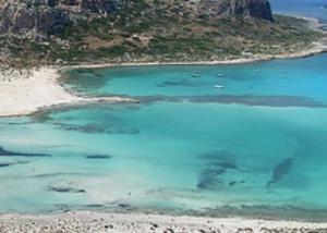Χανιά: Η αθέατη όψη του Μπάλου – Εικόνες που προβληματίζουν στην εκπληκτική παραλία [vid]