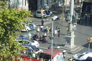 Τρομοκρατική επίθεση στη Βαρκελώνη: Οι πρώτες εικόνες [pics, vids]