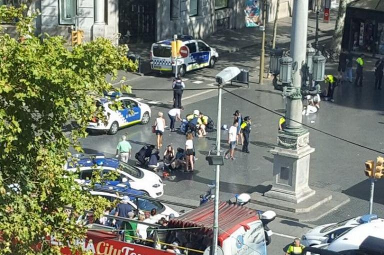 Τρομοκρατική επίθεση στη Βαρκελώνη: Οι πρώτες εικόνες [pics, vids]   Newsit.gr
