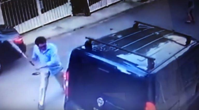 Βουλιαγμένη: Απίστευτο περιστατικό – Έσπασε με ρόπαλο αυτοκίνητο [vid]! | Newsit.gr