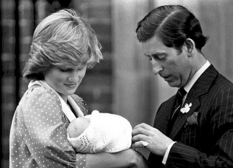 Σύννεφα στο παλάτι! Η Νταϊάνα «γκρεμίζει» τον Κάρολο – Δεν τον θέλουν βασιλιά! | Newsit.gr