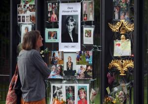 20 χρόνια χωρίς την Νταϊάνα: Κάρολος – Ελισάβετ κρύφτηκαν ξανά στο Balmoral