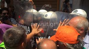 Ένταση στην πορεία της ΠΟΕ-ΟΤΑ – Κλειστοί δρόμοι στο κέντρο της Αθήνας