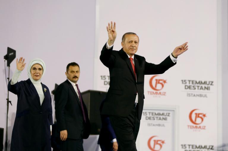 Τουρκία: Συνέλαβαν ακόμη και… μαίες για εμπλοκή στο πραξικόπημα | Newsit.gr