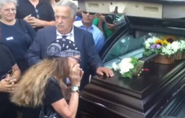 Αρλέτα: «Πόσο λυπάμαι» και «το τραγούδι της ερήμου» για το αντίο! [vid]   Newsit.gr
