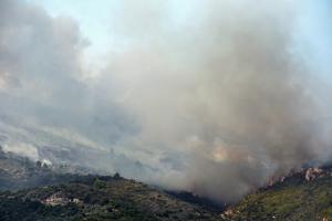 Φωτιά στον Κάλαμο: Έκκληση της Πυροσβεστικής στους πολίτες