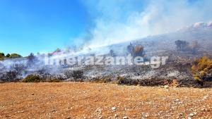 Φωτιά στη Ζάκυνθο: Φουντώνει και πλησιάζει χωριό