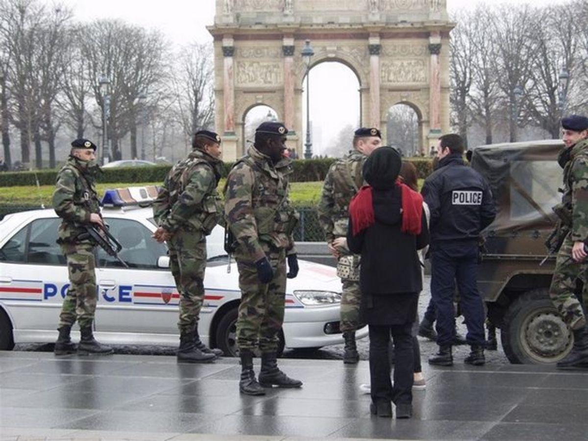 Πύργος του Άιφελ: Νέες έρευνες για τρομοκρατία, μετά την παρουσία οπλισμένου άνδρα