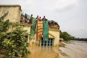Φονικές πλημμύρες! Τουλάχιστον 165 νεκροί στην Ινδία