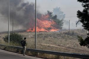 Φωτιά στην Αττική: Αναζωπύρωση στο Καπανδρίτι – Επικίνδυνο το μέτωπο