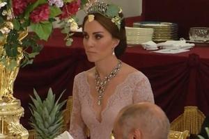 Το πιο τολμηρό ντεκολτέ της Κέιτ! Φόρεσε και τιάρα της Νταϊάνα!