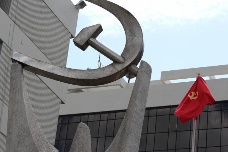 ΚΚΕ: Ο ΣΥΡΙΖΑ συγκυβερνά με κομπλεξικούς αντικομμουνιστές που υπερασπίζονται συνεργάτες των ναζί | Newsit.gr