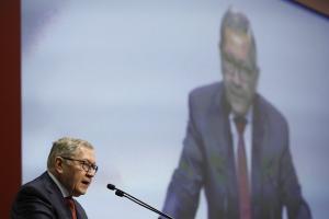 Ρέγκλινγκ: Η Ευρωζώνη είναι πρόθυμη για νέα ελάφρυνση του ελληνικού χρέους