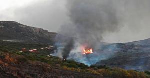 Κύθηρα: Τέταρτη ημέρα κόλασης – Μαίνεται η πυρκαγιά