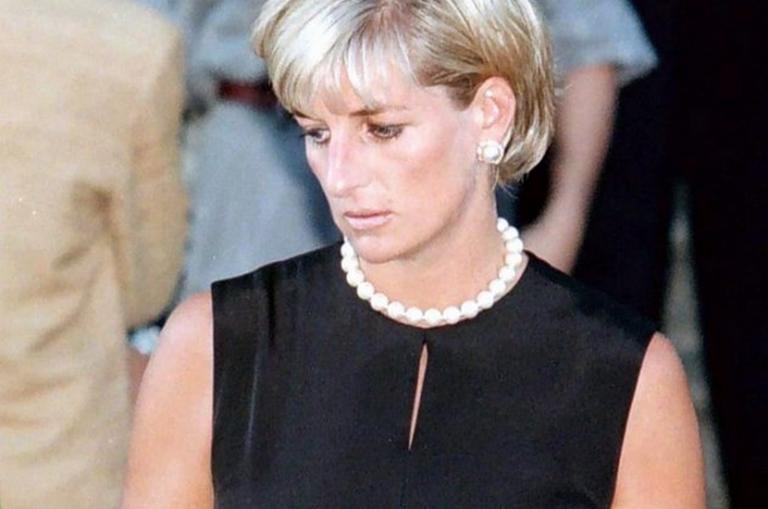 Νταϊάνα: Τι «κρατούσε» μέσα στο φέρετρο – Η συγκλονιστική περιγραφή | Newsit.gr