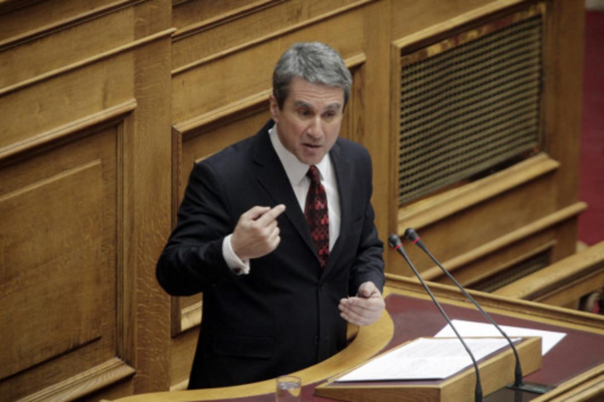 Λοβέρδος για «τσιγαράδικο»: Πρόκειται για λαθρεμπόριο και μάλιστα με «Λ» κεφαλαίο | Newsit.gr