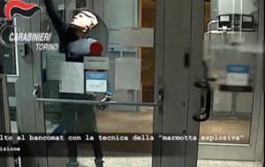 Αδέρφια λήστευαν ATM με μάσκες Τραμπ [vid]