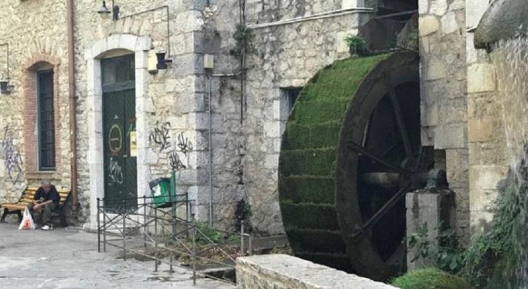 Αφησαν τον αγώνα για να σταθούν στον πατέρα του νεκρού οπαδού του ΠΑΟΚ! Εικόνες από το σημείο της τραγωδίας [vid] | Newsit.gr