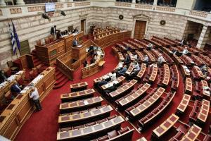 """Υπερψηφίστηκε η τροπολογία του ΚΚΕ για τα δεδουλευμένα – Τα """"ναι"""", τα """"όχι"""" και τα """"παρών"""""""