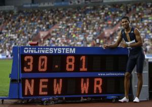 Απίστευτος Φαν Νίκερκ! Παγκόσμιο ρεκόρ και στα 300 μ. [vid]