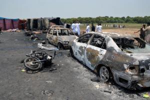 Πακιστάν: Στους 153 οι νεκροί από την έκρηξη βυτιοφόρου