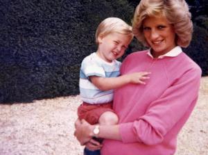 Νταϊάνα: Η αντάρτισσα πριγκίπισσα! Πονοκέφαλος για Ελισάβετ – Καμίλα