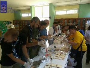 Φωτιά στην Αττική: Οι πρόσκοποι στο πλευρό των Πυροσβεστών – Τους έδωσαν νερά και φαγητά
