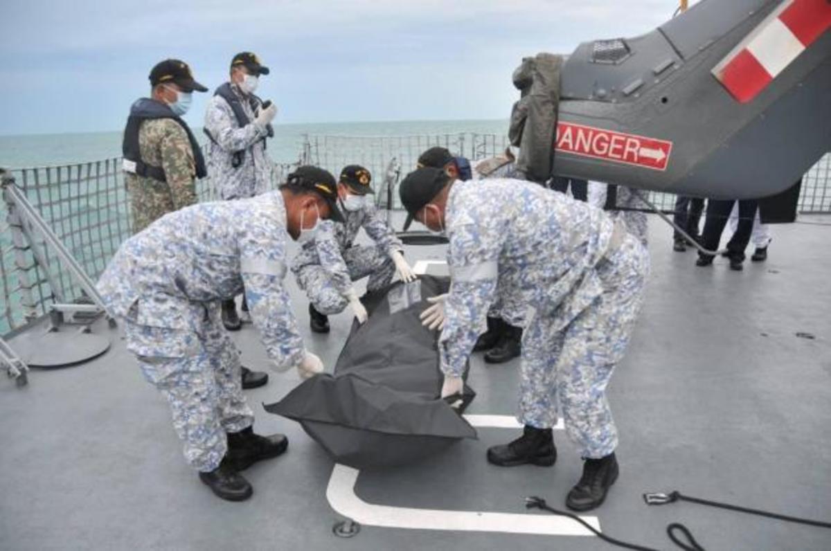 Θρίλερ! Εντόπισαν σορό που δεν ανήκει σε ναύτη του USS John S. McCain   Newsit.gr