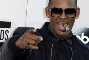 Σάλος! Γνωστός τραγουδιστής κρατά 6 γυναίκες για να ικανοποιεί τις ορέξεις του!