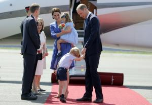 Απίθανες γκριμάτσες και νάζια από τον πρίγκιπα Τζορτζ! [pics]