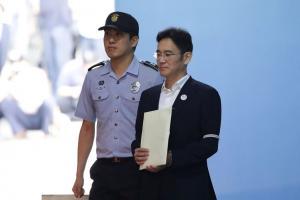 Samsung: Στης φυλακής τα σίδερα ο «χρυσός» κληρονόμος [pics, vids]