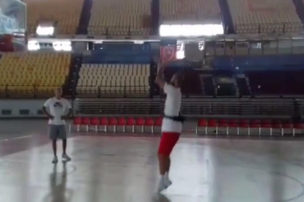 Ολυμπιακός: «Λιώνει» στα σουτάκια ο Σπανούλης [vid] | Newsit.gr
