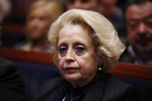 Ενοχλημένη η Θάνου: Δεν είμαι πολιτικό πρόσωπο – Παρέχω την εμπειρία μου στον πρωθυπουργό
