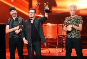 Η συγκλονιστική εξομολόγηση και το δημόσιο ευχαριστώ του μπασίστα των U2 [vids]