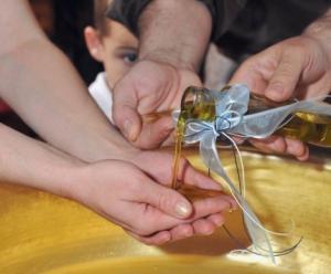 Λάρισα: Ο παπάς ξεχάστηκε – Η βάπτιση έκρυβε ένα απρόοπτο που δεν περίμενε κανείς!
