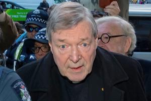 Και επίσημα κατηγορούμενος για σεξουαλικά εγκλήματα ο ανώτατος σύμβουλος του Πάπα