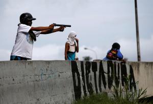 Βενεζουέλα: Δύο νεκροί σε νέες συγκρούσεις – Χάος και αίμα στη γενική απεργία