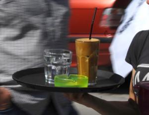 Βόλος: Σφράγισαν για φοροδιαφυγή την παλαιότερη καφετέρια της παραλίας – Το κόλπο των εφοριακών!