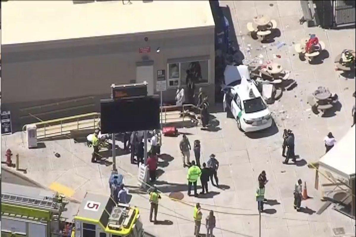 Τρόμος σε αεροδρόμιο της Βοστόνης: Αυτοκίνητο έπεσε πάνω σε πεζούς – 10 τραυματίες [pics] | Newsit.gr