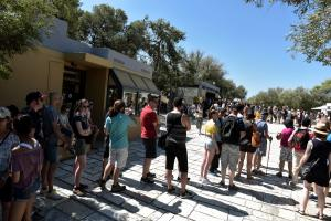 Οι ορδές τουριστών στην Ακρόπολη «έληξαν» νωρίτερα την στάση εργασίας! [pics]