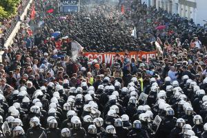 Επεισόδια σε διαδήλωση κατά της G20 στο Αμβούργο [pics]